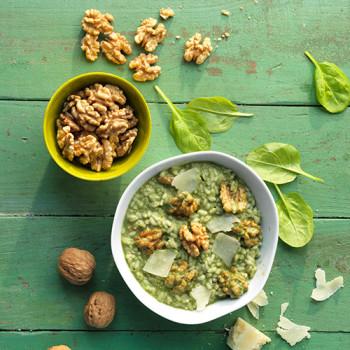 Risotto verde de espinacas con nueces y parmesano