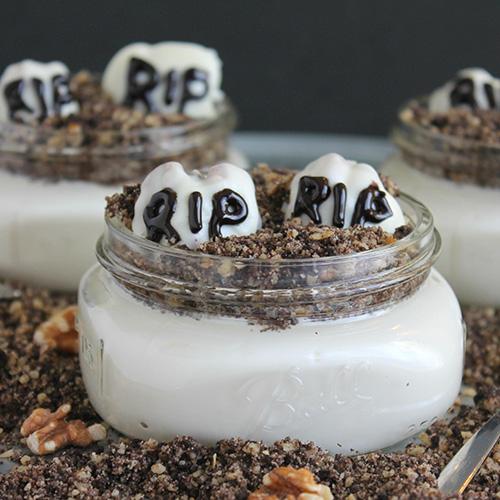 Mini pasteles de cementerio con nueces de chocolate blanco