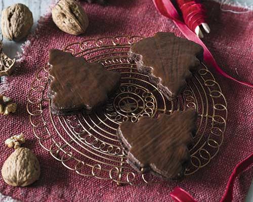 Abetos de Navidad de chocolate y nueces