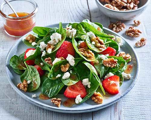 Ensalada de espinacas, fresas y nueces