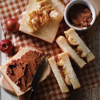 Tostada con platano y mantequilla de nuez